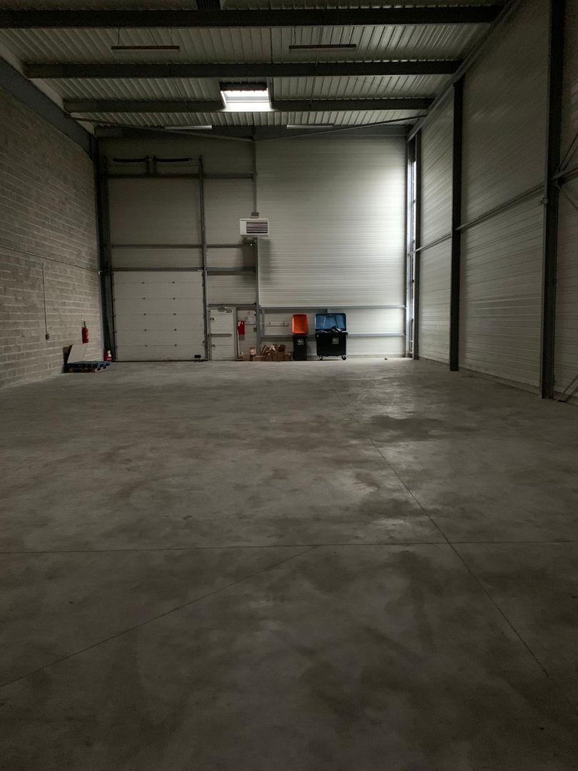 Local d'activités de 500 m², Stains (93240)