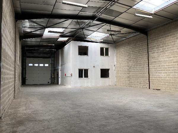 Local d'activités de 389 m², pontault combault (77340)