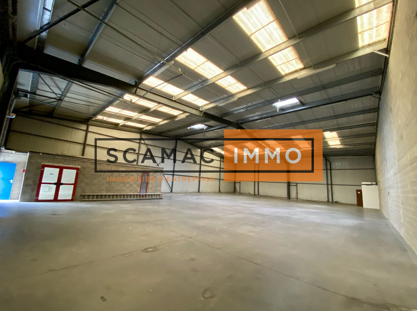 Local d'activités de 600 m², Villevaudé (77410)