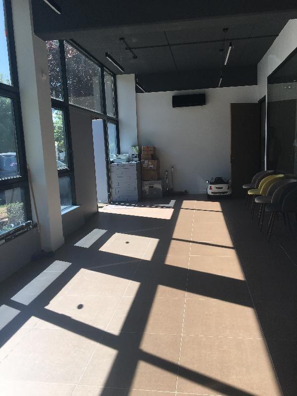 Bureau de 100 m², Lognes (77185)