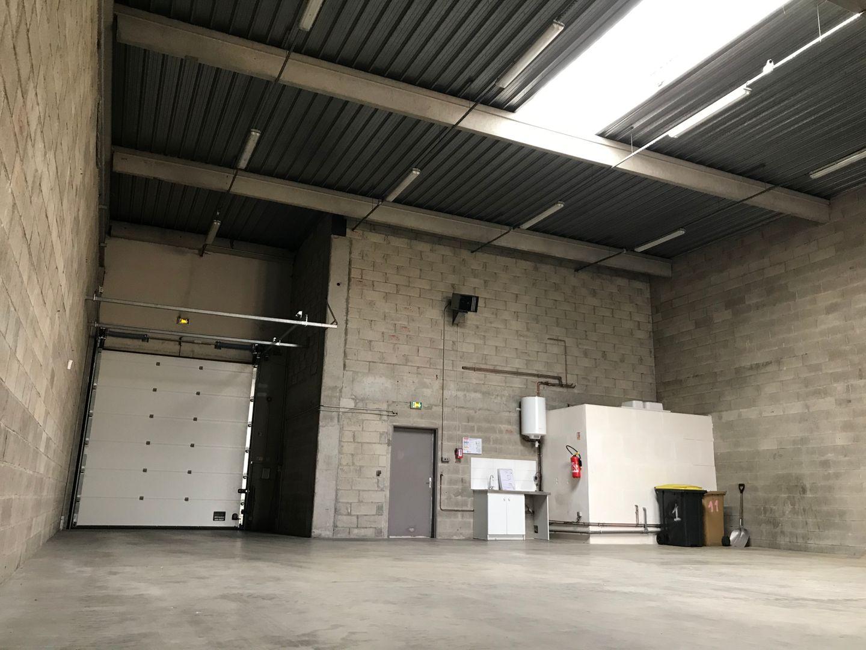 Local d'activités de 311 m², Émerainville (77184)