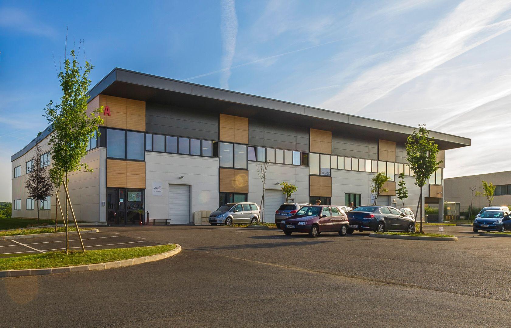 Local d'activités de 425 m², Bussy-Saint-Georges (77600)