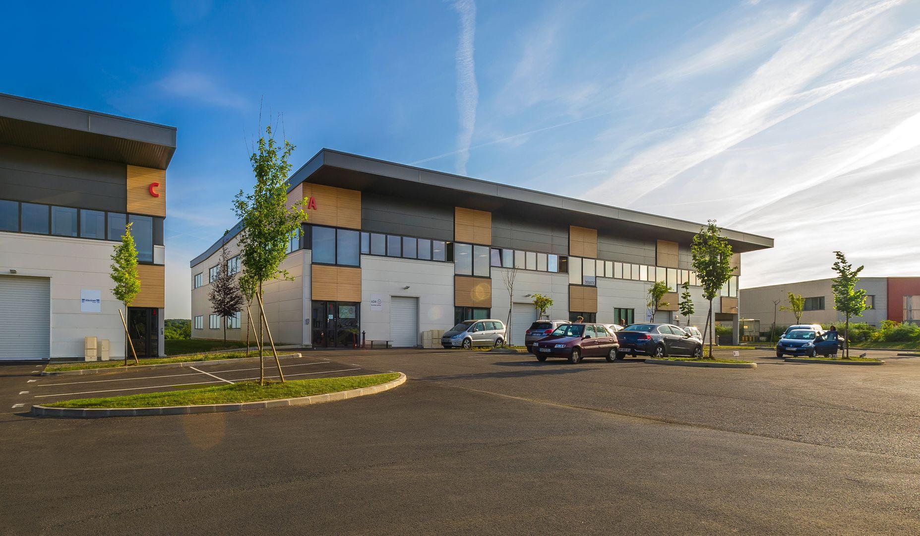 local d'activités de 425m², Bussy-Saint-Georges (Seine-et-Marne)