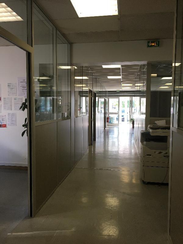 Local d'activités de 1 389 m², Roissy-en-Brie (77680)