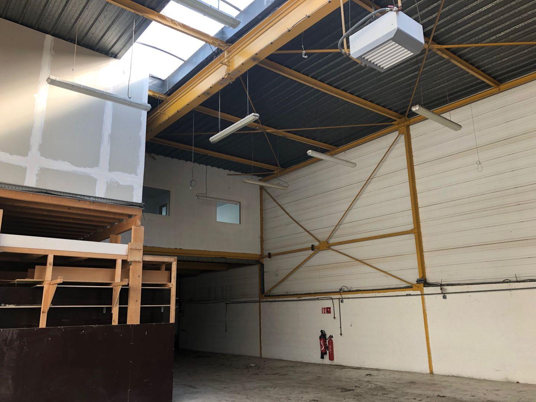 Local d'activités de 405 m², L'Hay-les-Roses (94240)