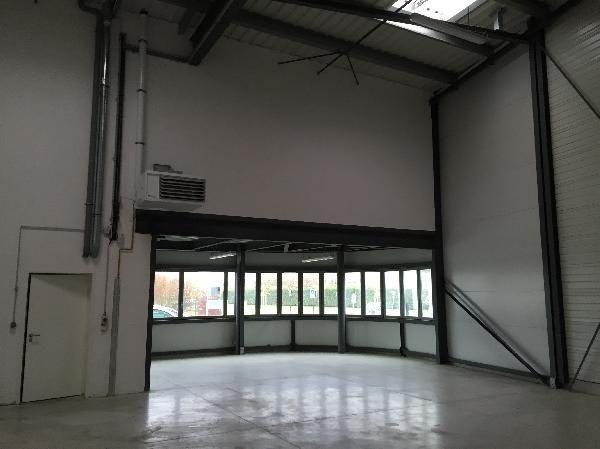 Local d'activités de 295 m², Moissy-Cramayel (77550)