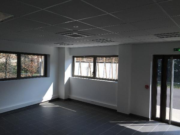 local d'activités de 427m², Grigny (Essonne)