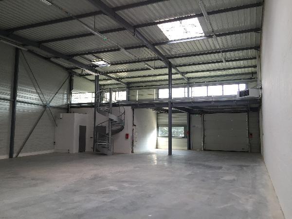 Local d'activités de 427 m², Grigny (91350)