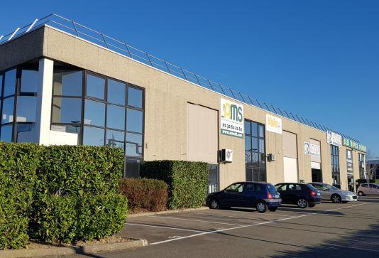local d'activités de 2188m², Coignières (Yvelines)