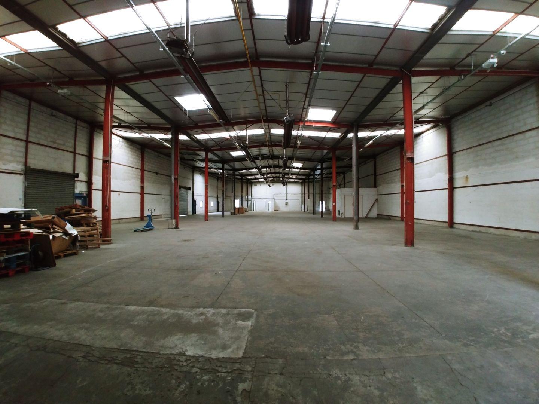 Local d'activités de 1 679 m², Torcy (77200)