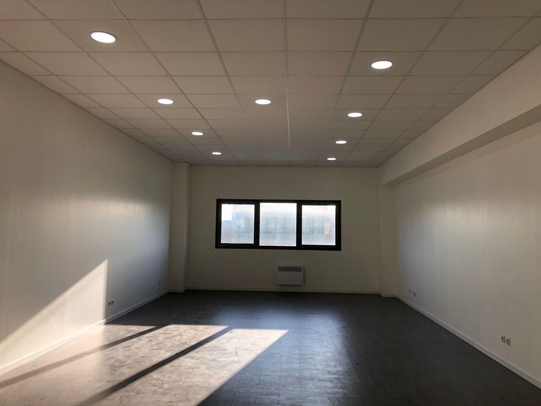 Bureau de 42 m², Villeneuve-la-Garenne (92390)