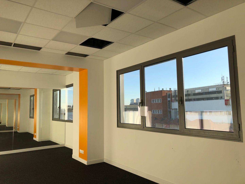 Bureau de 330 m², Villeneuve-la-Garenne (92390)
