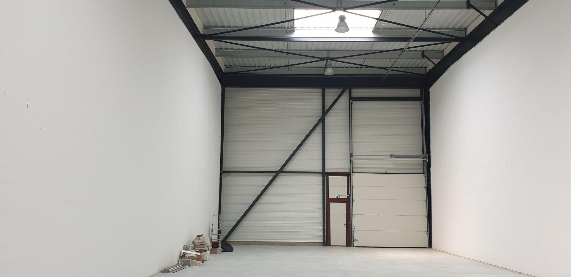 Local d'activités de 1 271 m², Saint-Pierre-du-Perray (91280)