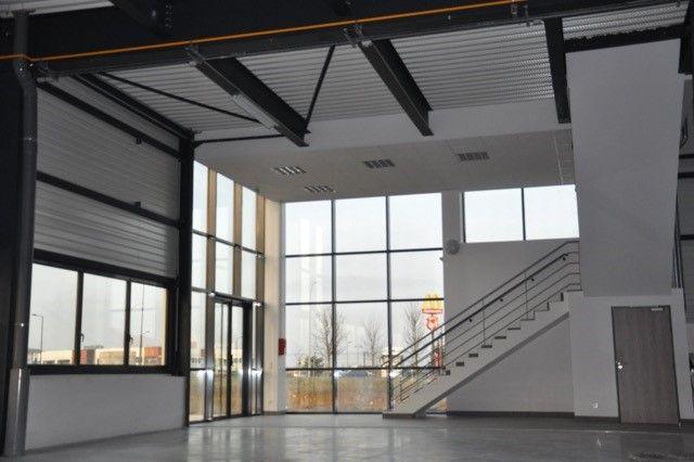 Locaux mixtes de 234 m², Chanteloup-en-Brie (77600)