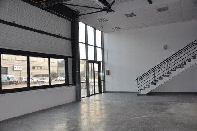 locaux mixtes de 234m², Chanteloup-en-Brie (Seine-et-Marne)