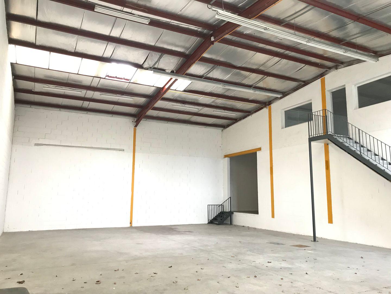 Local d'activités de 390 m², Quincy-Voisins (77860)