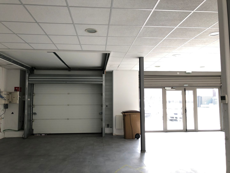 Local d'activités de 230 m², Villeneuve-la-Garenne (92390)