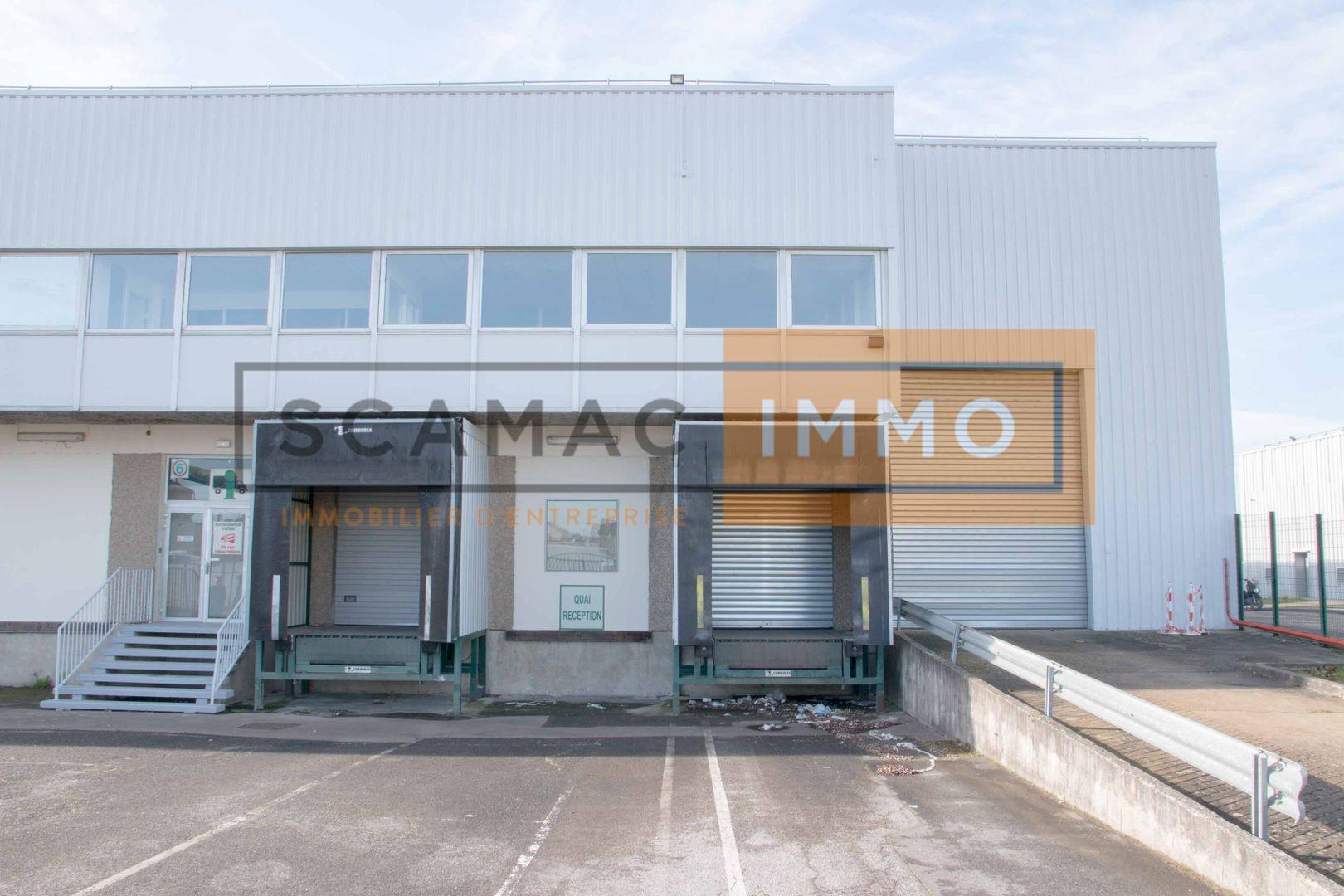 local d'activités de 2500m², Sucy-en-Brie (Val-de-Marne)