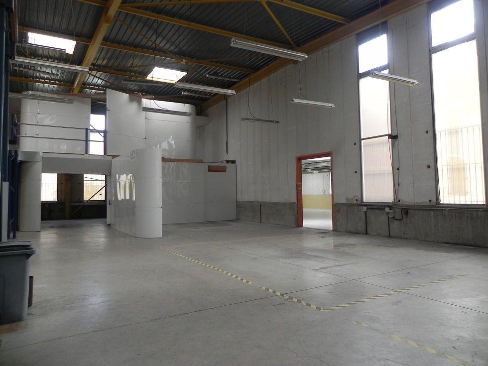 Local d'activités de 935 m², Courcouronnes (91080)