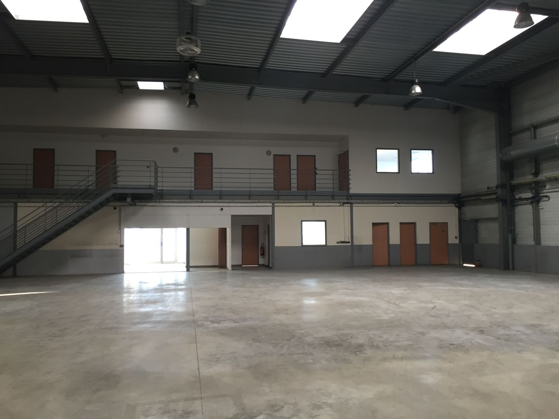 local d'activités de 6065m², Corbeil-Essonnes (Essonne)