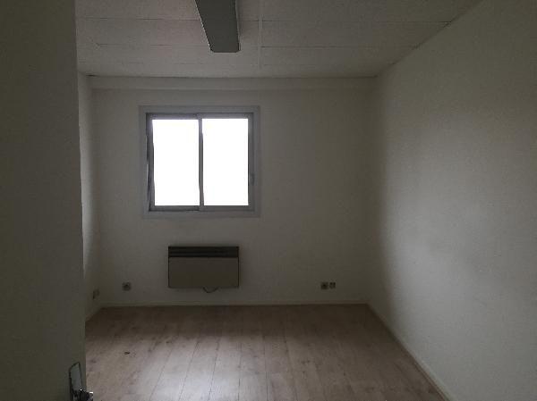 locaux mixtes de 160m², Lisses (Essonne)