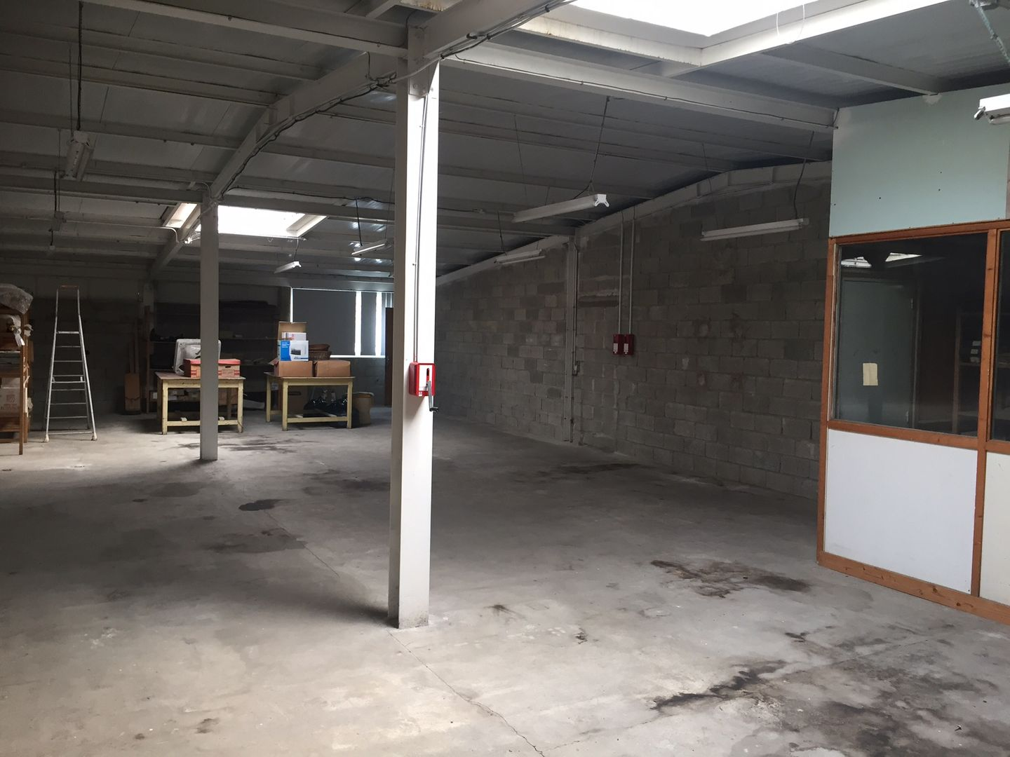 local commercial de 1 985m², Mitry-Mory (Seine-et-Marne)