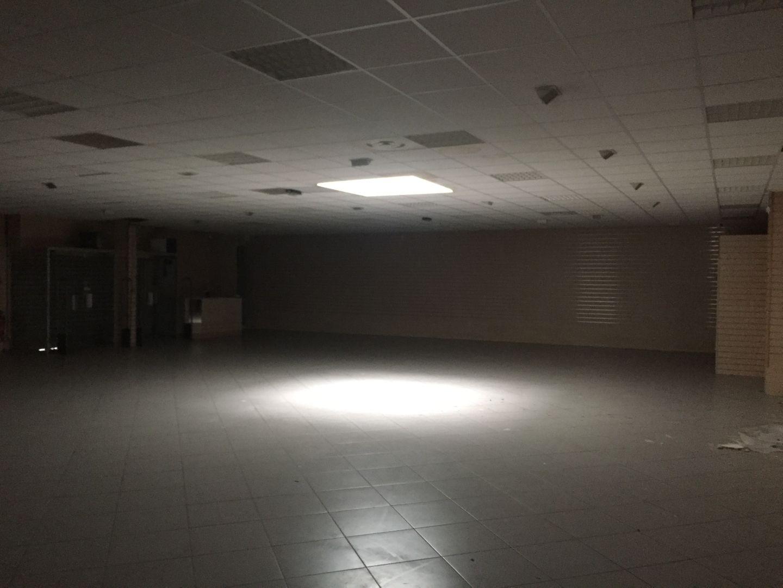 Local commercial de 373 m², Fleury-Mérogis (91700)