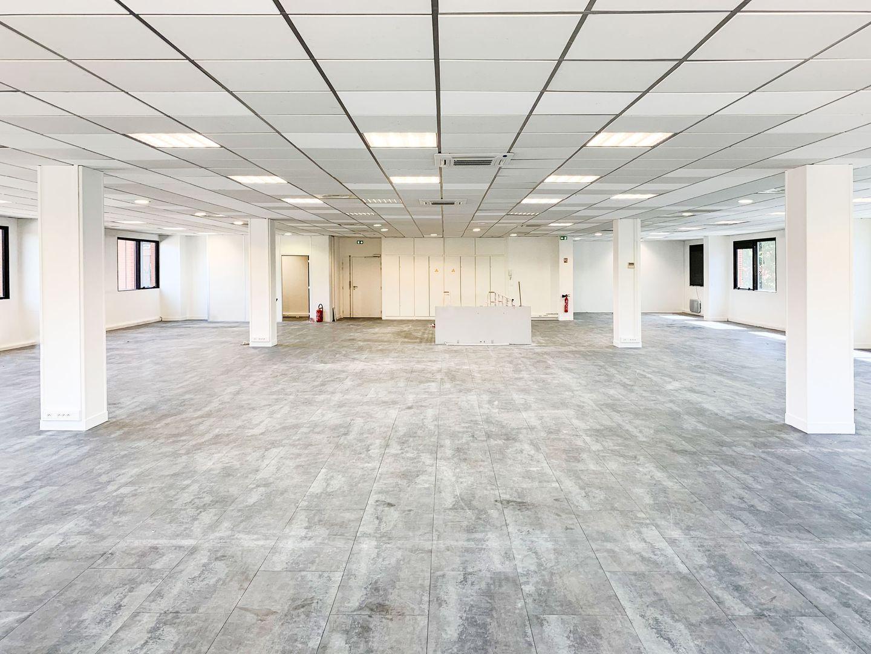 Bureau de 740 m², Saint-Thibault-des-Vignes (77400)