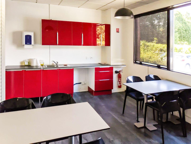 bureau de 740m², Saint-Thibault-des-Vignes (Seine-et-Marne)
