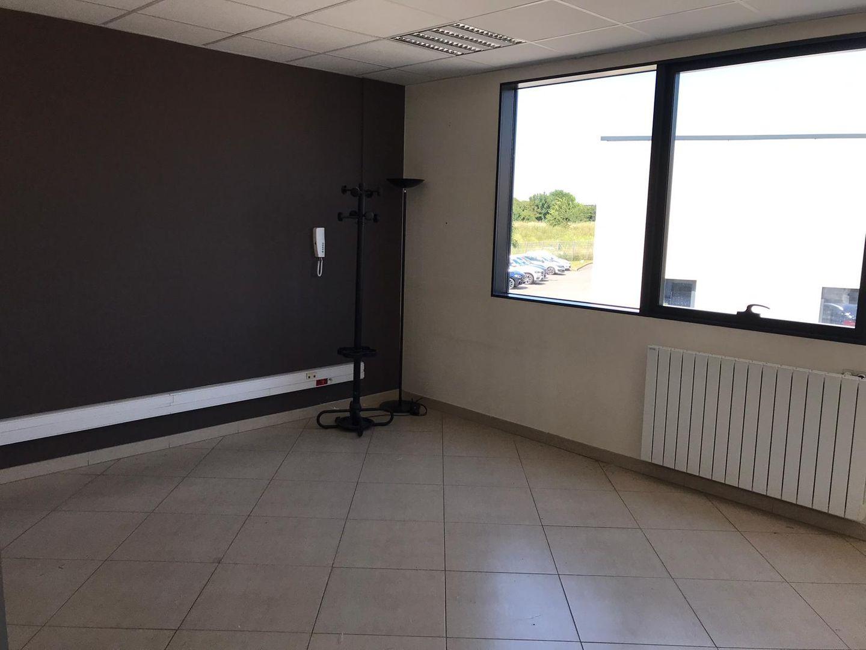 local d'activités de 340m², Grigny (Essonne)