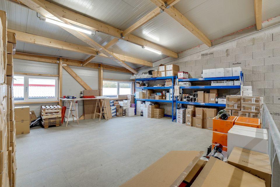 local d'activités de 142m², Combs-la-Ville (Seine-et-Marne)