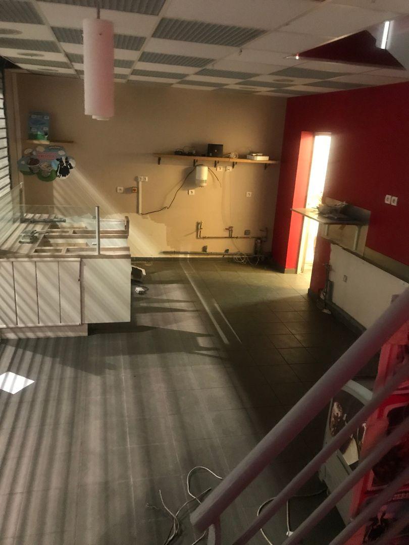 local commercial de 119m², Dammarie-les-Lys (Seine-et-Marne)