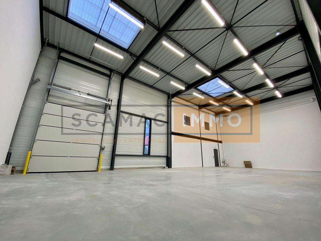 Local d'activités de 685 m², Fontenay-Trésigny (77610)