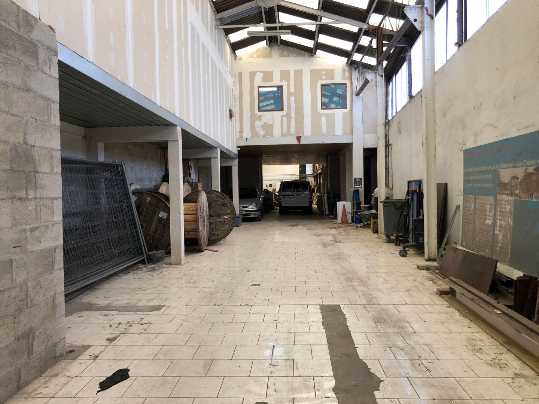 local d'activités de 1090m², Romainville (Seine-Saint-Denis)