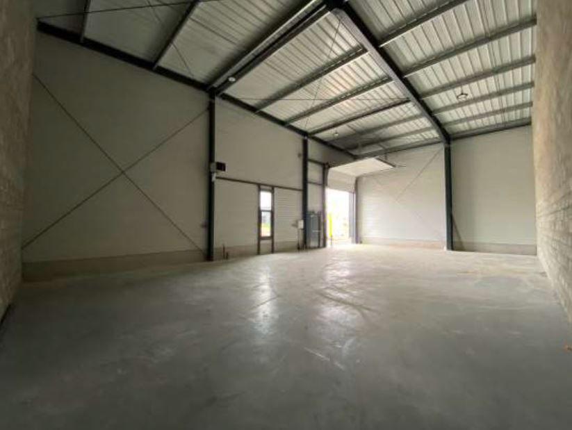 Local d'activités de 164 m², Serris (77700)