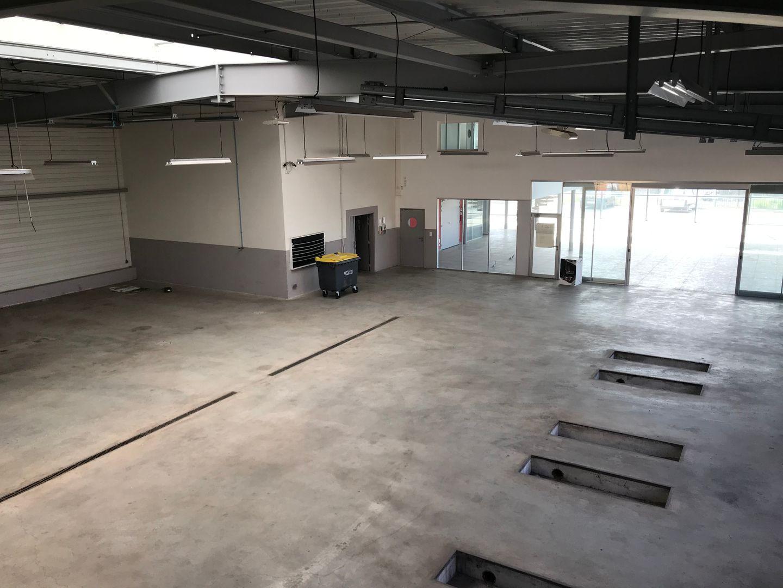 Locaux mixtes de 900 m², Le Luc (83340)