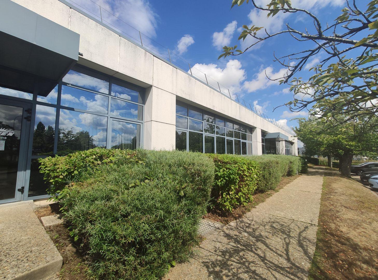 Locaux mixtes de 344 m², Saclay (91400)
