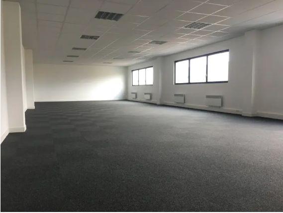 Local d'activités de 615 m², Taverny (95150)