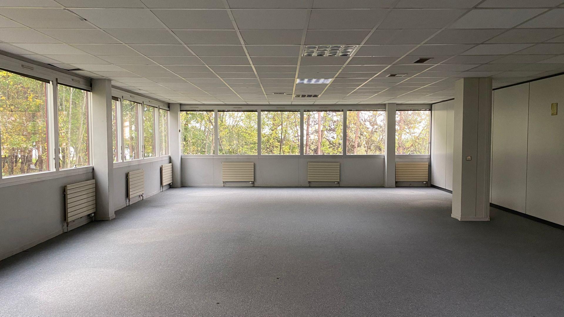 bureau de 412m², Cergy (Val-d'Oise)