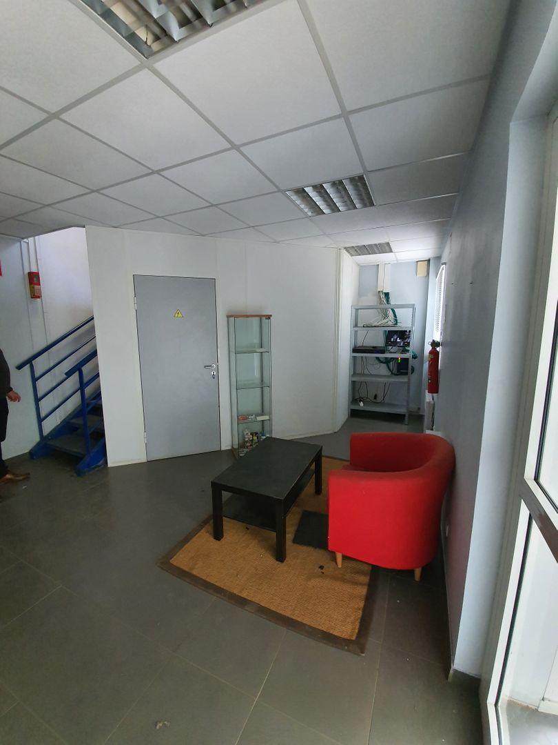 local d'activités de 5940m², Montereau-faut-Yonne (Seine-et-Marne)