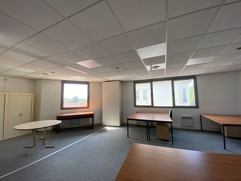 bureau de 320m², Cachan (Val-de-Marne)