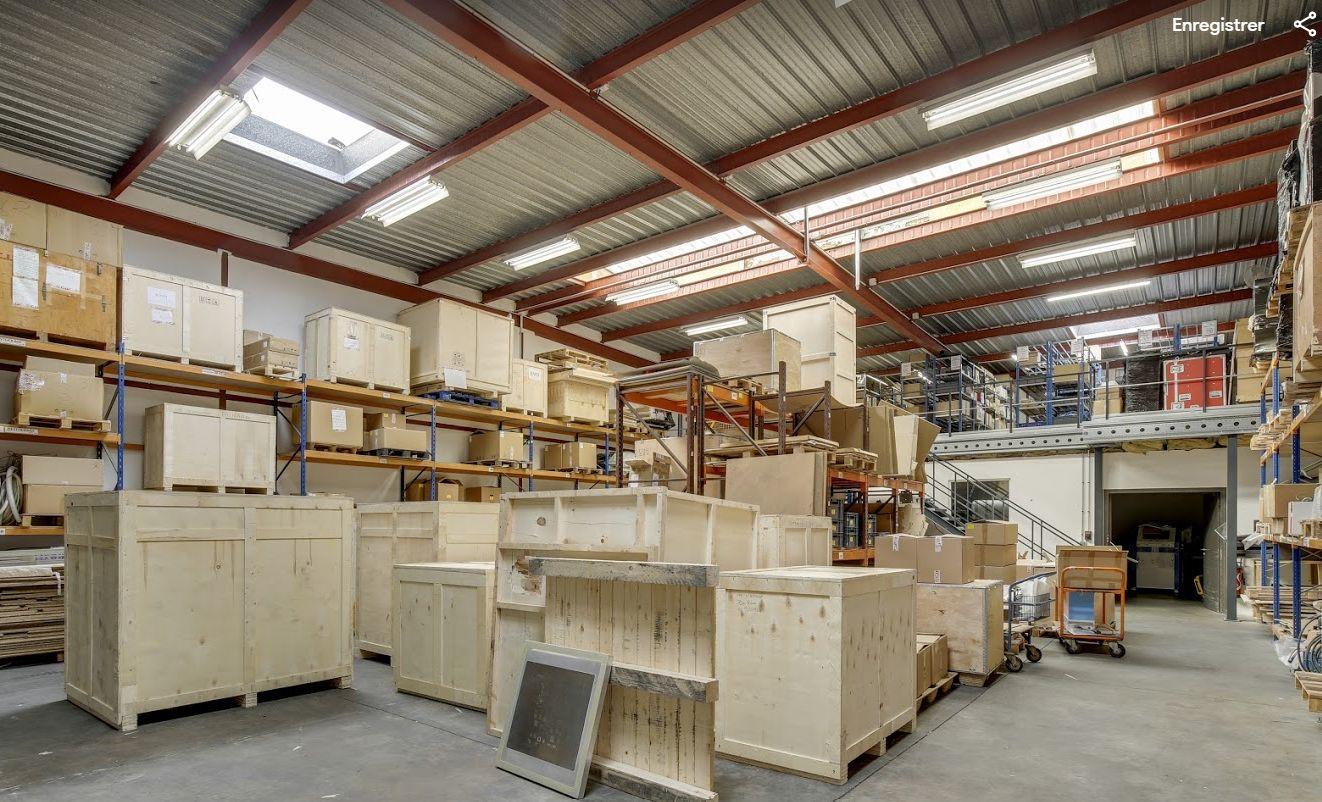 local d'activités de 591m², Buc (Yvelines)