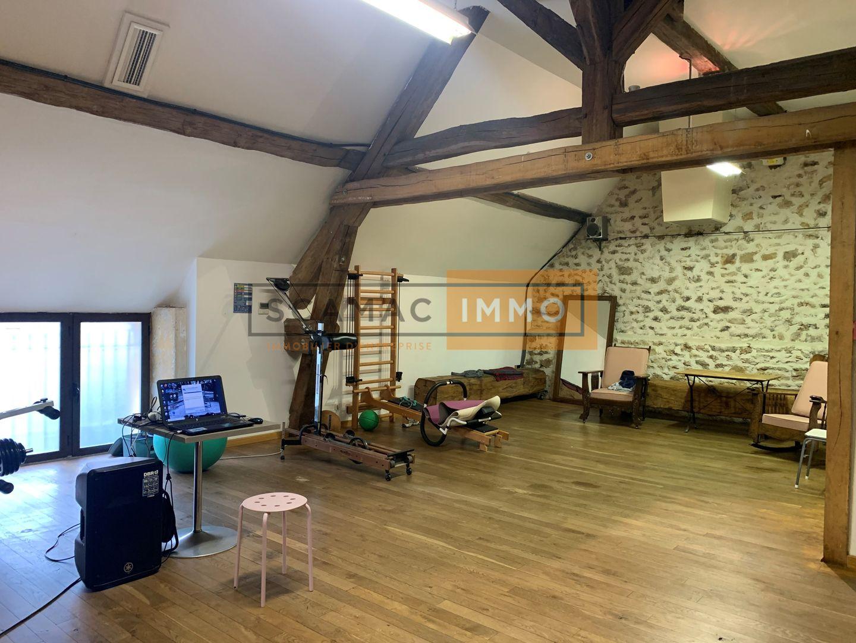 locaux mixtes de 280m², Moissy-Cramayel (Seine-et-Marne)