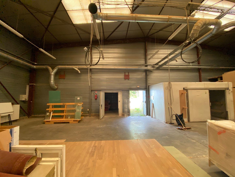 local d'activités de 2110m², Arpajon (Essonne)