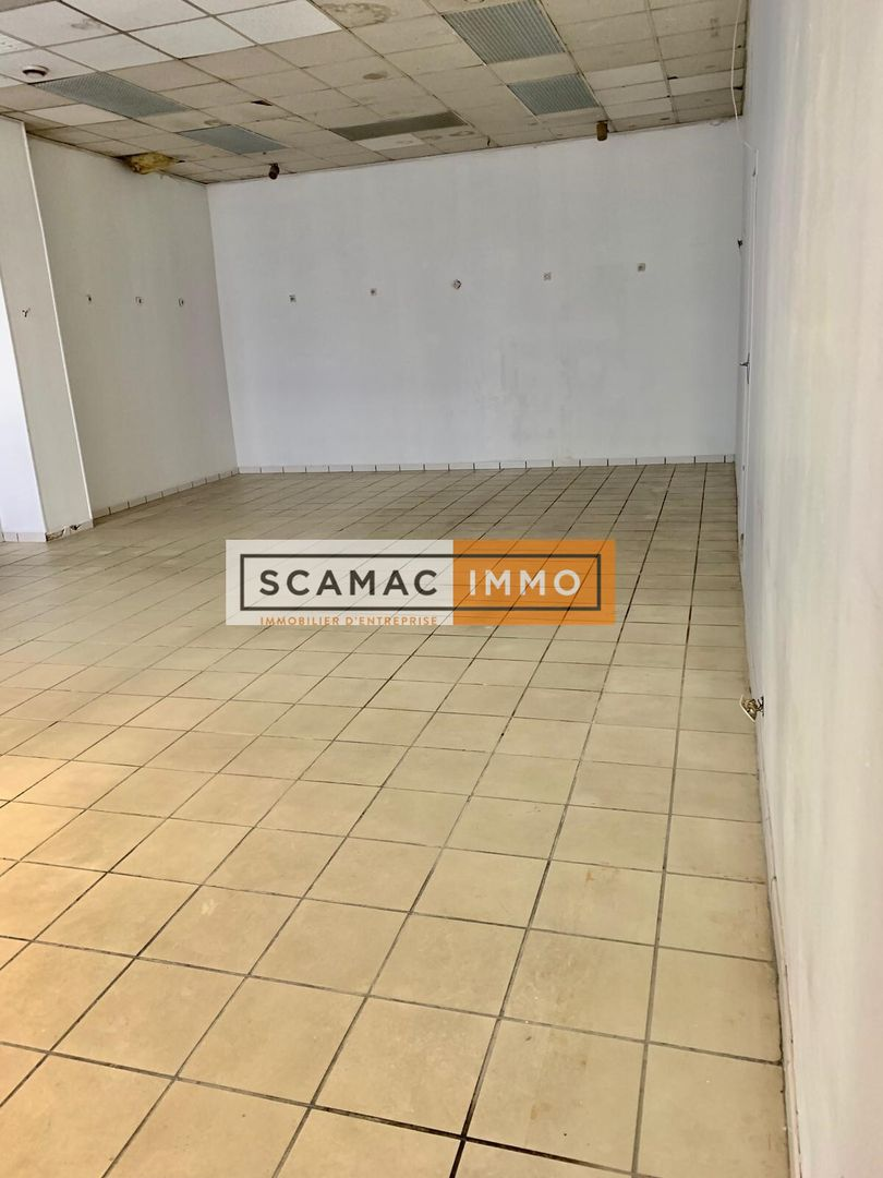 local commercial de 77m², Puteaux (Hauts-de-Seine)
